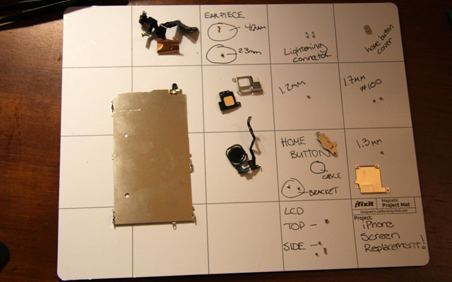 Dismantling_a_Phone
